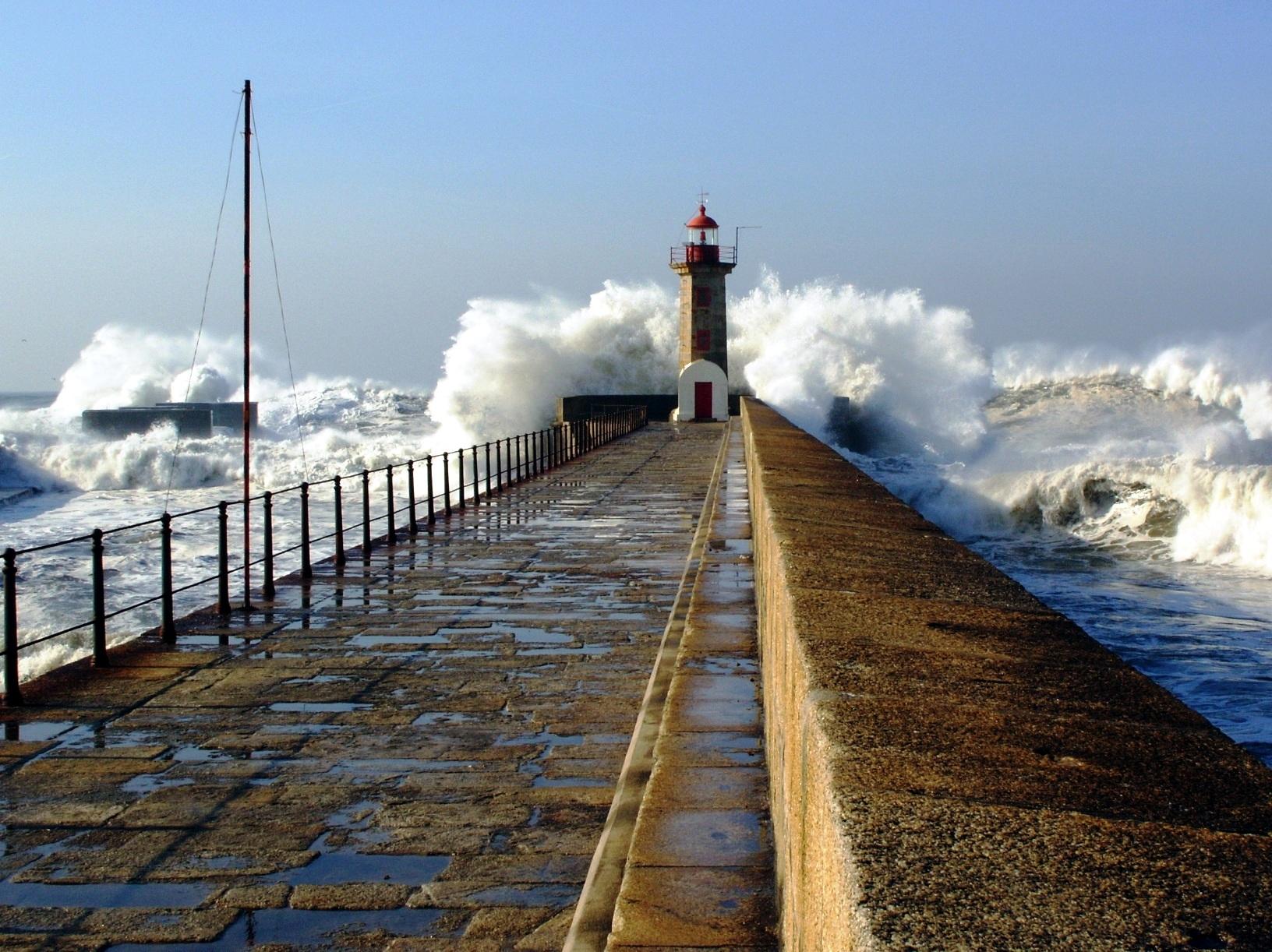lighthouse porthcawl pier huge - HD1632×1222