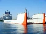 האוניה שוקעת באופן מבוקר לשוקע המתאים לטעינה של כלי שייט