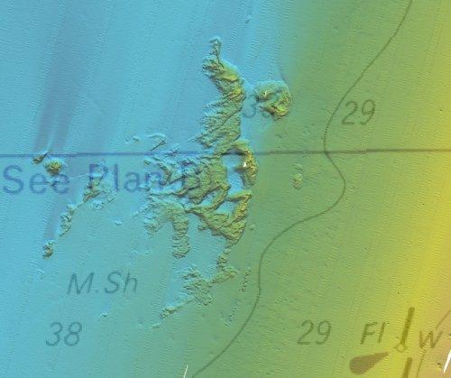 באדיבות רוני שדה והמכון לחקר ימים ואגמים: סריקת סונאר רב אלומה של קרקעית הים מערבית לתל אביב על רקע מפה ימית אדמירלית 2634.