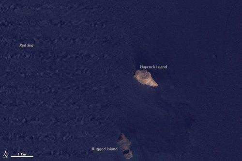 """ארכיפלג """"זוביר"""" בטרם ההתפרצות האחרונה בינואר 2012 ולפני הופעת האי החדש בארכיפלג"""