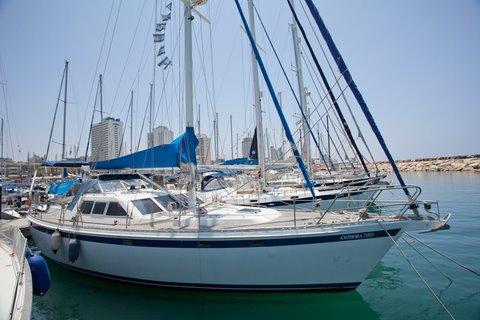 יאכטת מפרש מאלומיניום  בנייה הולנדית בהזמנה אישית.