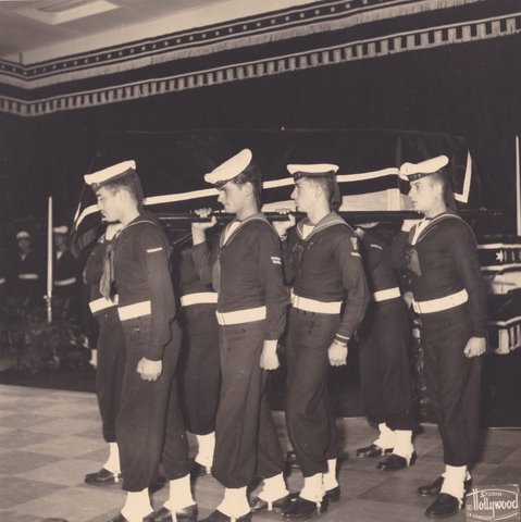 """הברון והברונית רוטשילד מובאים לקבורה בישראל על סיפון אח""""י מבטח ק - 28"""