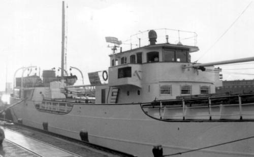 ספינת קול השלום נצבעת בלבן בנמל ניו יורק