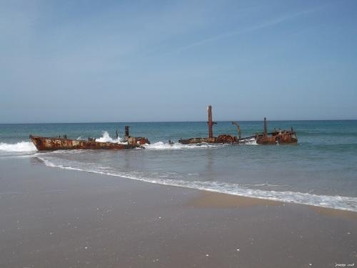 הספינה הטרופה נץ בחוף הבונים שנים ארוכות לאחר שנטרפה, אותות הזמן ניכרים גוף הברזל חלוד לחלוטין וקווי המתאר שלה כבר אינם דומים למבנה המקורי