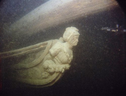 figurehead‏‏‏‏ Ship -  Figurehead, a carved figure on the prow of the Hamilton, taken in 1982. - גליף חרטום אוניה