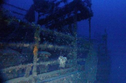 """תותחים על קרקעית הים, כנראה ספינת מלחמה בריטית HMS M15 אשר טובעה ע""""י צוללת גרמנית במהלך המצור הימי על עזה ב 1917"""