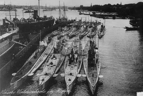 צוללות מדגם U של צי הצוללת הגרמני. U BOAT SUBMARINE